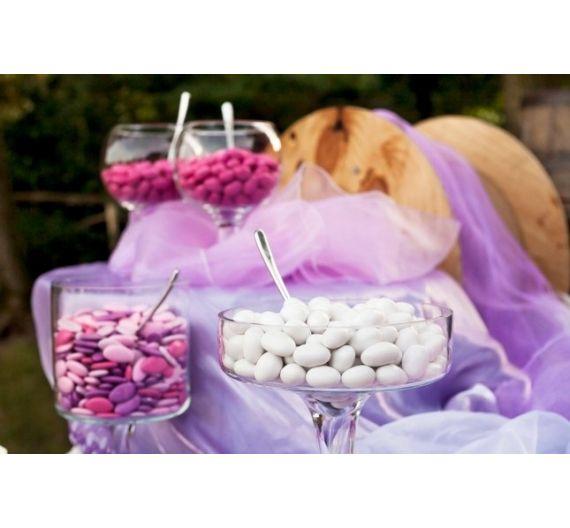 Confettate con confetti bianchi, colorati, sfumati
